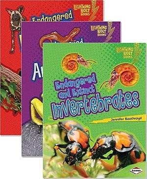 Cover: Lightning Bolt Books ™ — Animals in Danger — Interactive Books Set